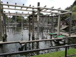 清水公園のアスレチックの水上コース