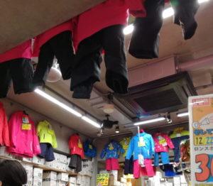 ロンドンスポーツの神田テラス店の子どものスキーウェア