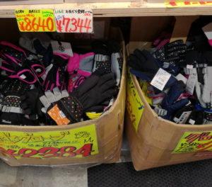 ロンドンスポーツの神田テラス店の子ども用の手袋(グローブ)