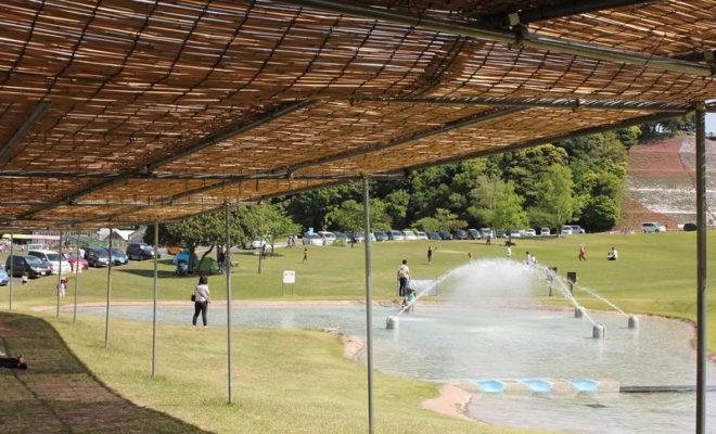 東京ドイツ村で水遊び!簾の屋根がありがたい!