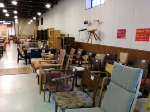 飛騨産業アウトレット店の椅子