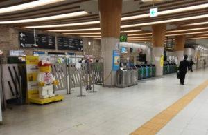 チームラボボーダーレスへの東京テレポート駅の改札口