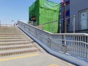 東京スタジアムの歩道橋(エレベーター)
