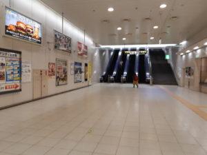 東京テレポート駅の改札口を出て右側