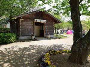 船橋アンデルセン公園のにじの池近くの更衣室