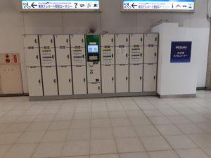 東京テレポート駅の改札口左側のコインロッカー