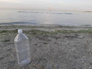 アサリの塩抜き用のペットボトル