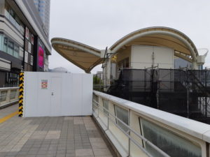 海浜幕張駅の南口駅前広場からプレナの2階へ