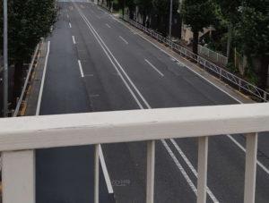 西調布駅から東京スタジアムへのアクセスで歩道橋